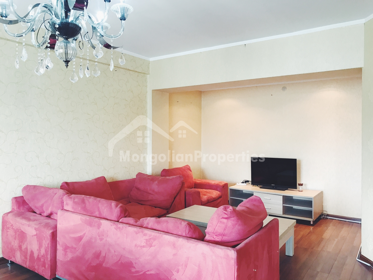 FOR SALE: 3 BEDROOM SPACIOUS APARTMENT IN SEOUL STREET