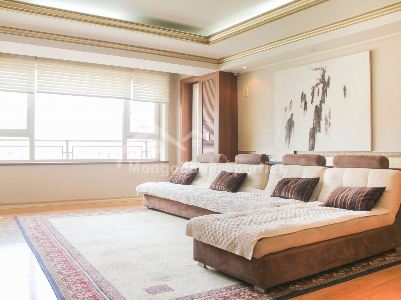 Great View, Gorgeous 3 bedroom, 1 office room apartment for rent in Seoul Royal County