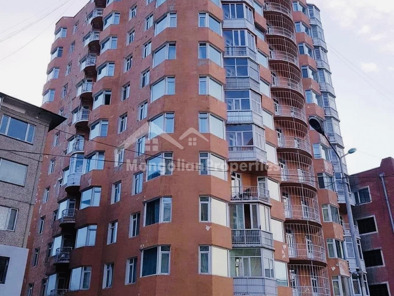 Хотын төвд Орос 3-р сургуулийн урд байрлах  3-н өрөө байрыг түрээслүүлнэ