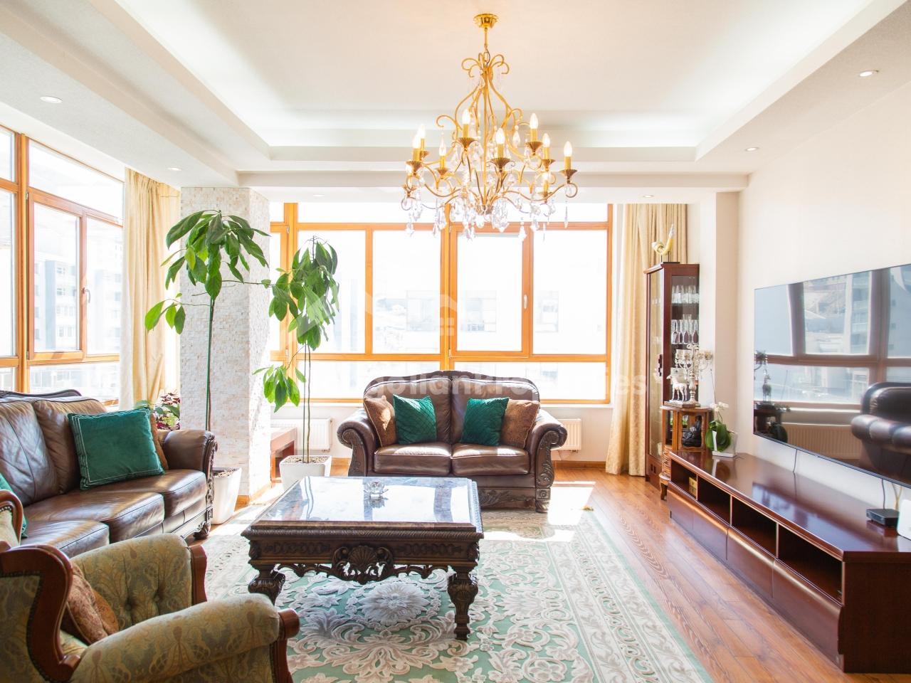 FOR SALE: Comfortable 3 bedroom apartment at Blue Sky town / Zaisan area / Зайсанд тохилог 6 өрөө байр тавилгатай худалдана