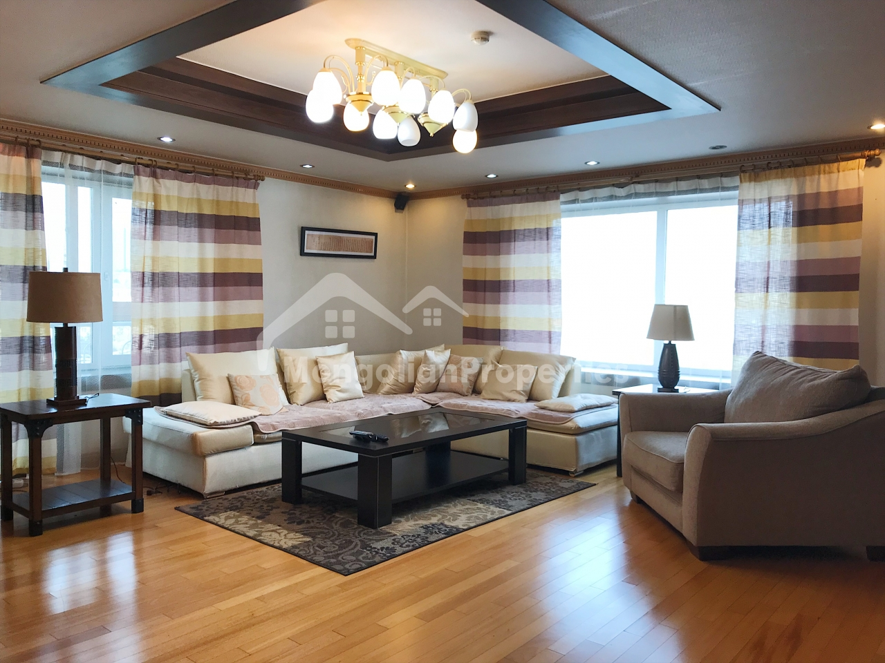 FOR RENT: Baruun Selbe 5/5, 148m2 3 bed and 2 bath apartment on the 2nd floor near State Department Store. View: Yavuukhulan park