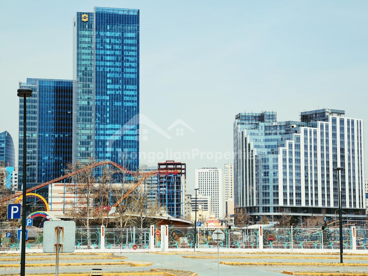 Хотын төвд Олимпик Резиденсийн 13 давхарт, өндөр таазтай, шинэ 3 өрөө байр түрээслэнэ.